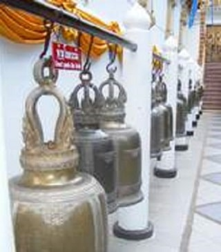 Thai culture and vocabulary in thai language school, going to the temple